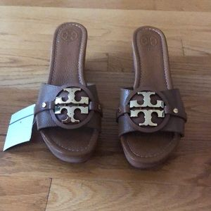 Tory Burch tan leather platform shoes